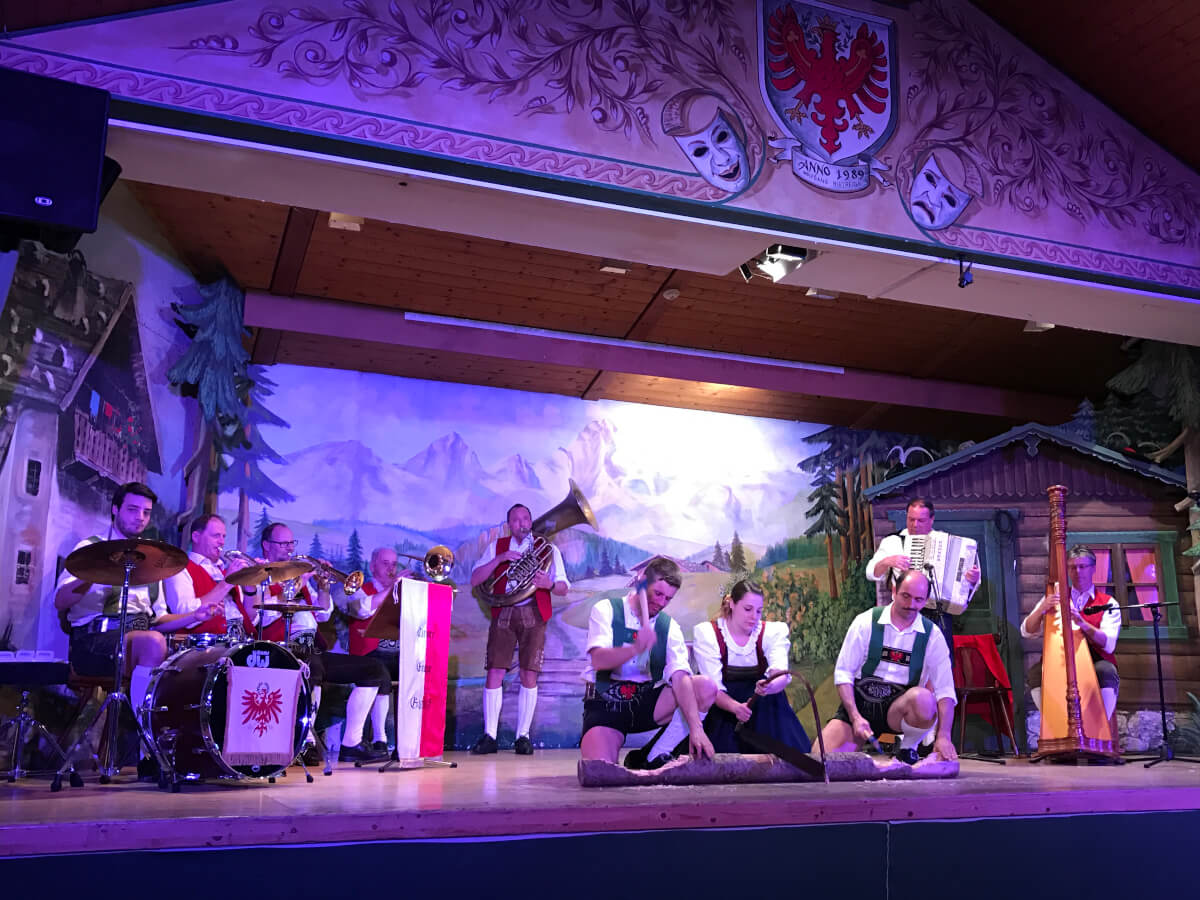 Tyrolean show, Restaurant Gasthaus Sandwirt, Innsbruck